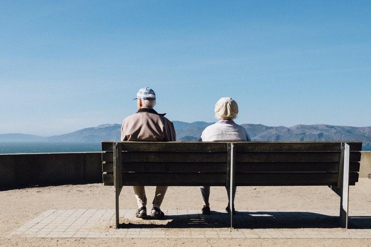 3 motive pentru a alege un camin de batrani pentru cei dragi din familie