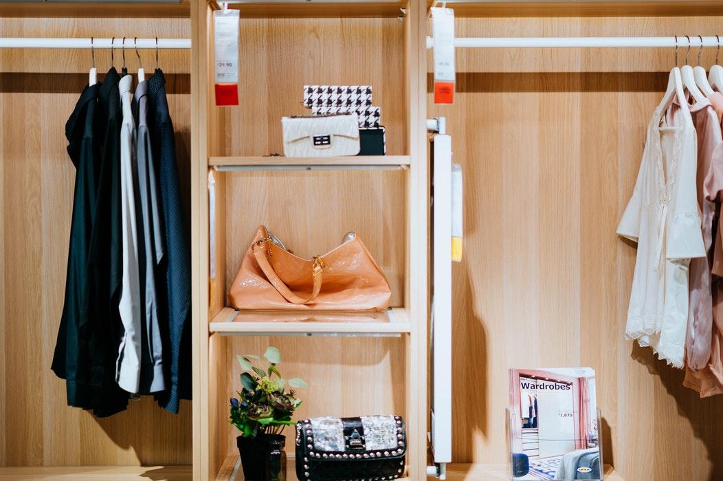 5 greseli de evitat in organizarea hainelor tale