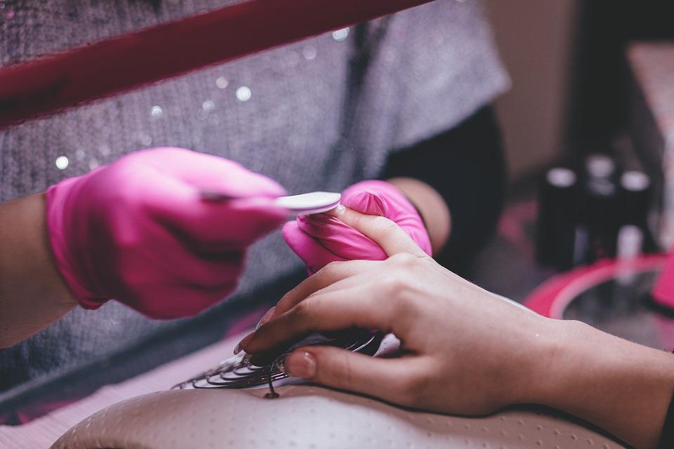 3 accesorii esentiale in pregatirea unghiilor pentru manichiura cu gel sau oja semipermanenta