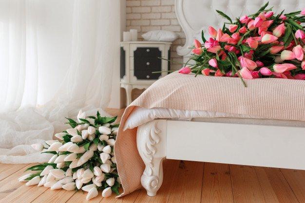 Cum aduci primavara in casa ta cu ajutorul paturilor decorative