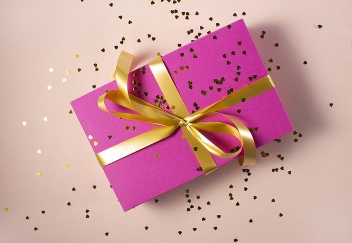 3 cadouri pe care sa le daruiesti iubitei tale de 8 Martie